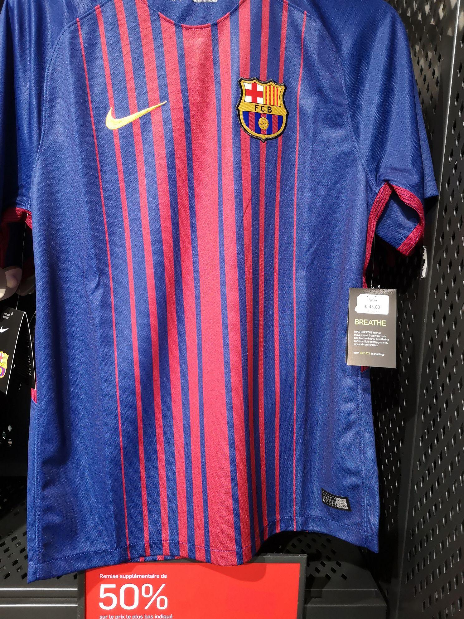 Maillot de football Nike FC Barcelone 17/18 domicile - Nike Factory Store Villeneuve-d'Ascq (59)