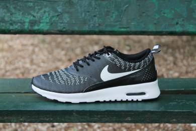 Jusqu'à 60% de réduction sur une sélection de chaussures - Ex : Nike W Air Max Thea KJCRD - Noire