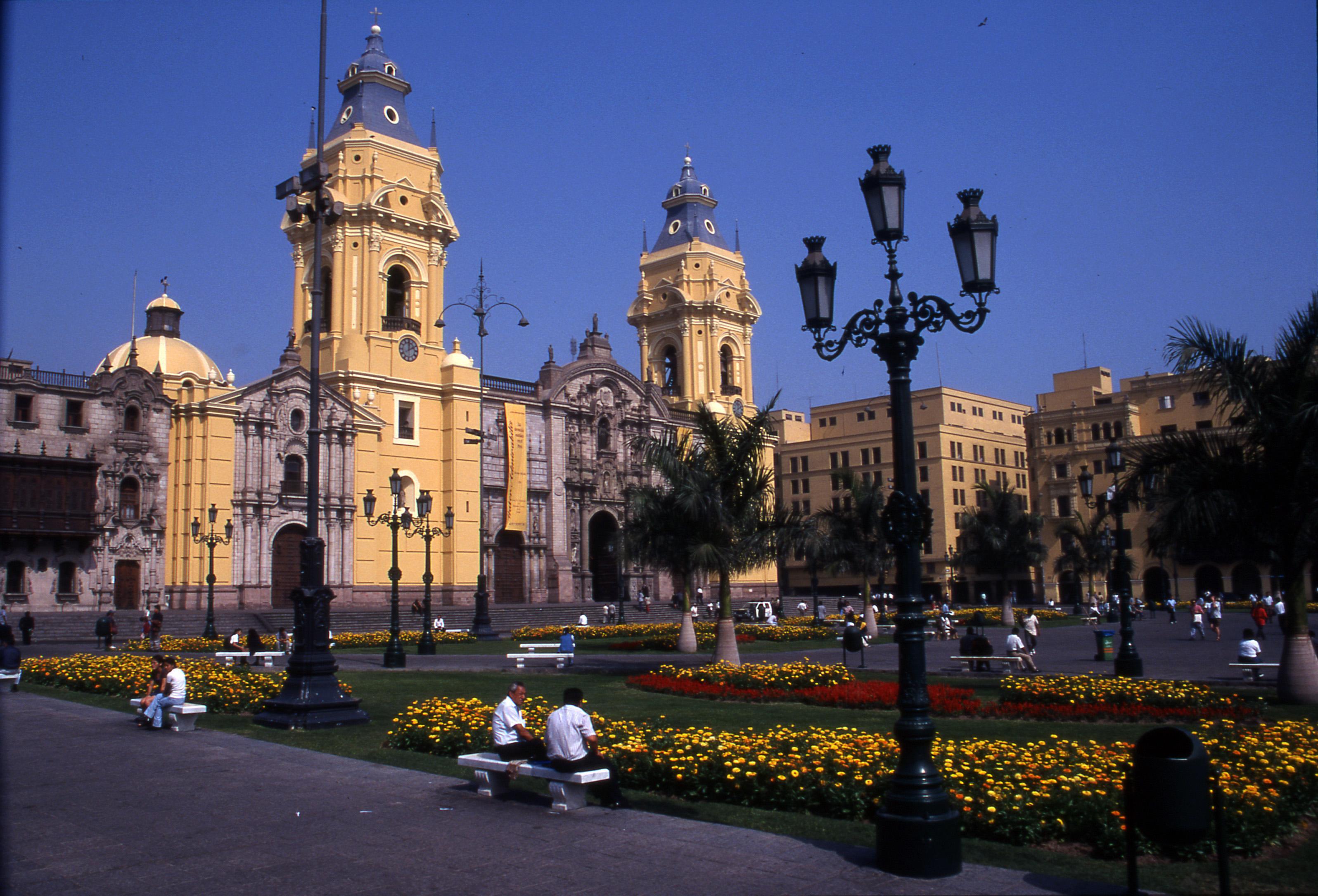 Vols A/R Luxembourg <-> Lima (une escale)  pour Novembre/Décembre