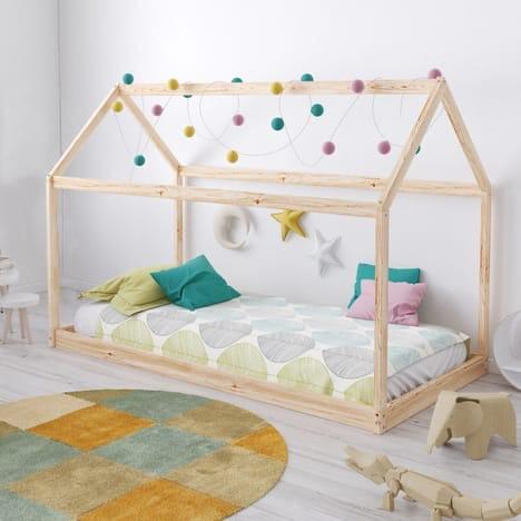 Lit cabane Louis - au sol façon Montessori, en bois massif, 70x140 cm