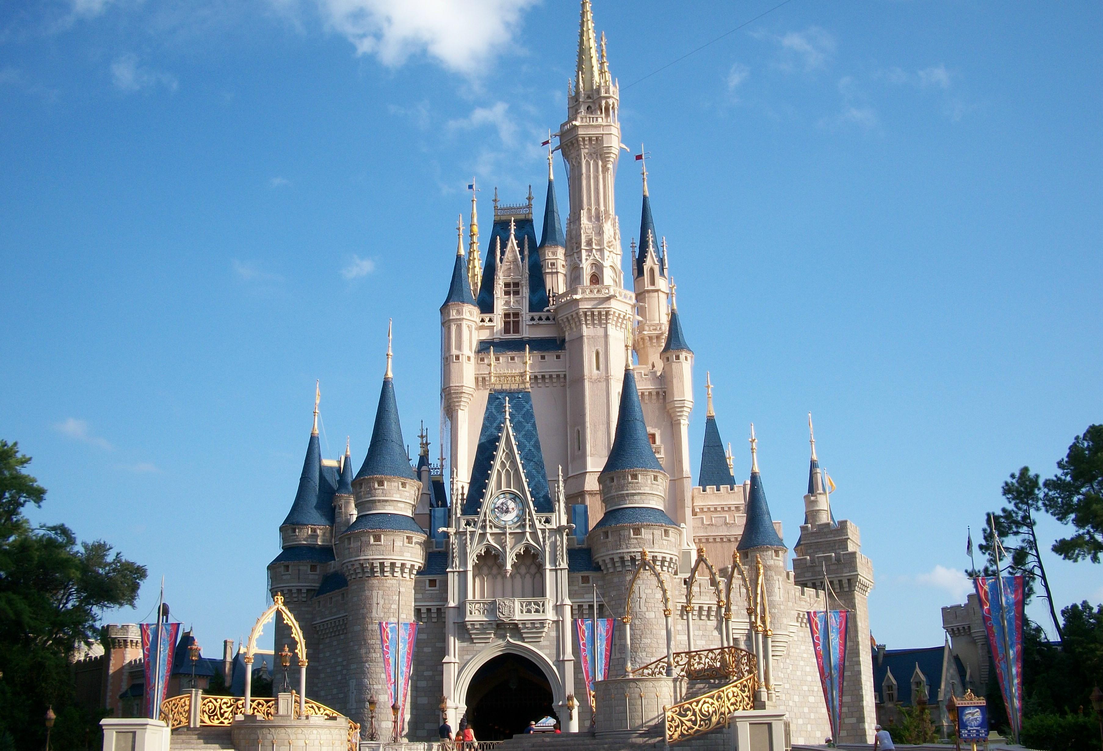 Séjour pension complète Walt Disney + Carte cadeau 200$ - Ex: 14 Nuits au Coranado Springs + Accès 4 Parcs à thème + 2 Parcs aquatique