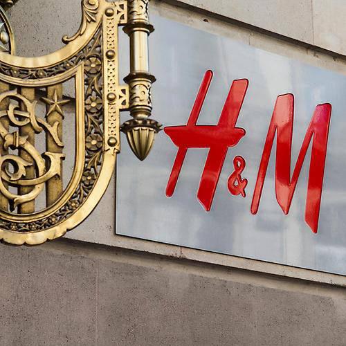 En l'échange de 3 de vos vieux vêtements , H&M donne un bon d'achat de 5€ (valable dès 30€ d'achats)