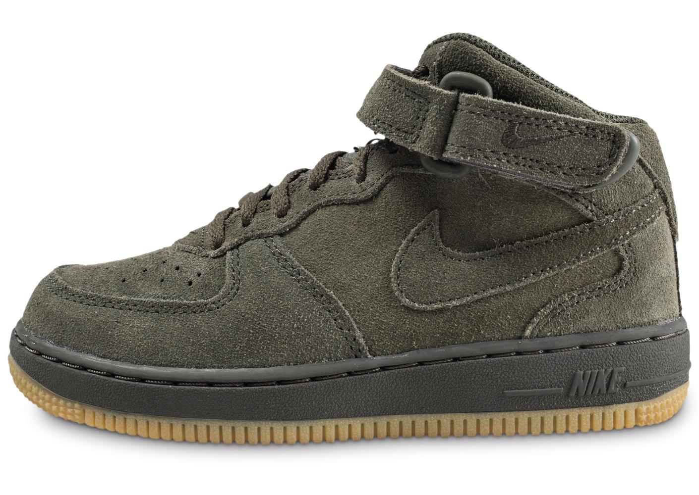 separation shoes bd9a1 063b0 Baskets Nike Air Force 1 Mid LV8 pour Enfants - Villeneuve-Loubet (06)