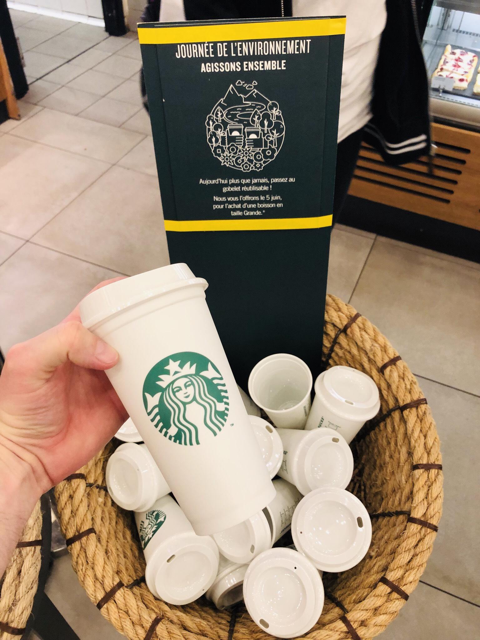 Une tasse réutilisable offerte pour l'achat d'une boisson Grande ou Venti