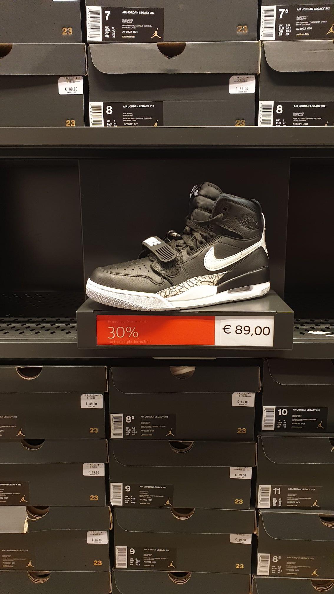 Sneakers Nike Air Jordan Legacy 312 - Taille au choix, Noir / Blanc - Gennevilliers (92)
