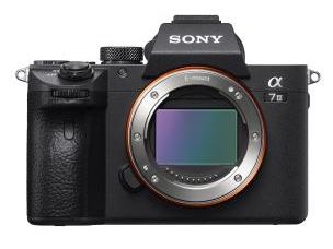 Appareil photo Hybride Sony Alpha A7 III Boitier Nu + Objectif hybride Sony Vario-Tessar® T* FE 24 - 70 mm F4 ZA OSS (via ODR de 250€)