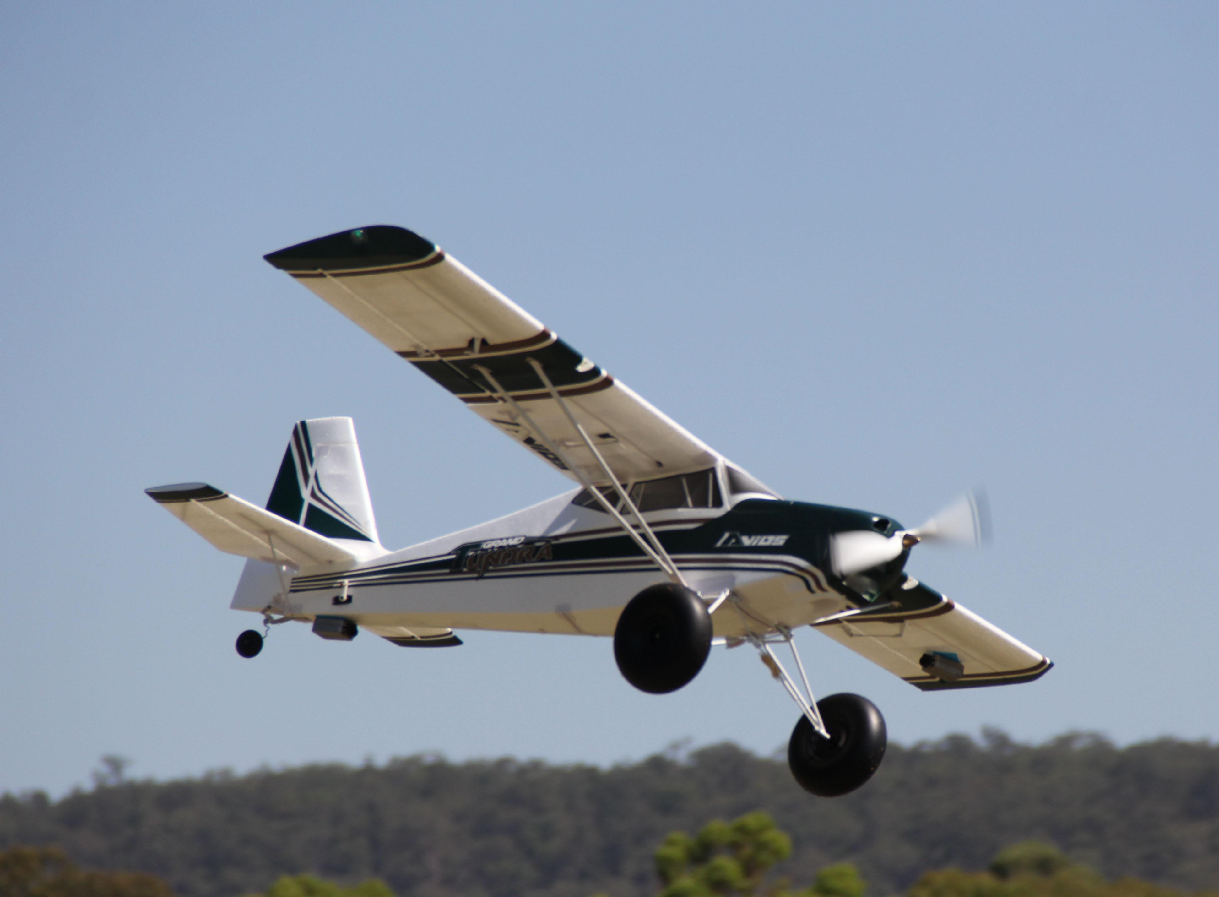 "Avion électrique Avios Grand Tundra - Green/Gold 1700mm (67"") Sports Model (PNF)"