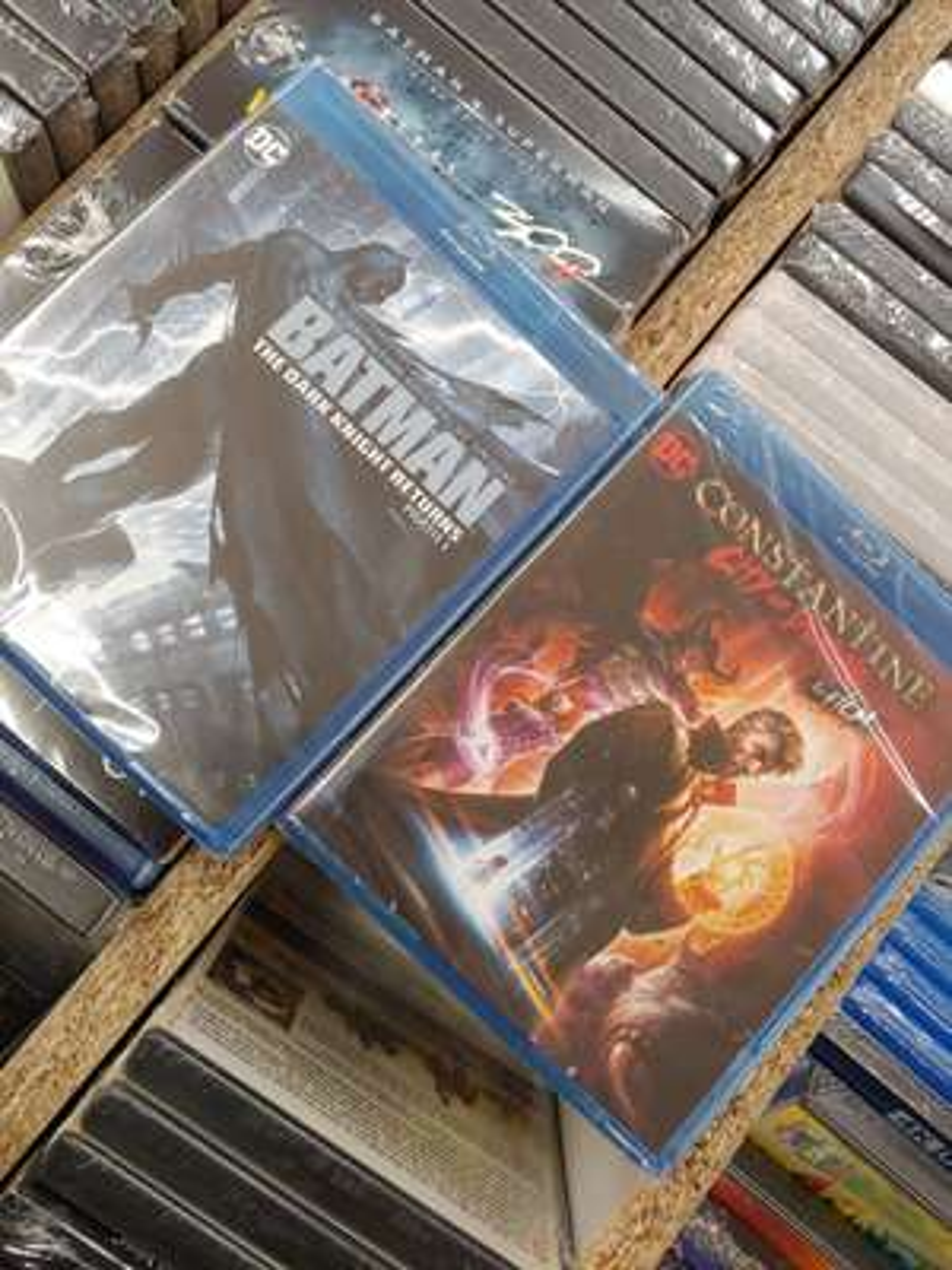 Sélection de Films Blu-ray / DVD Warner DC comics en promotion - Ex : Batman - The Dark Knight Returns 1 - Amiens (80)