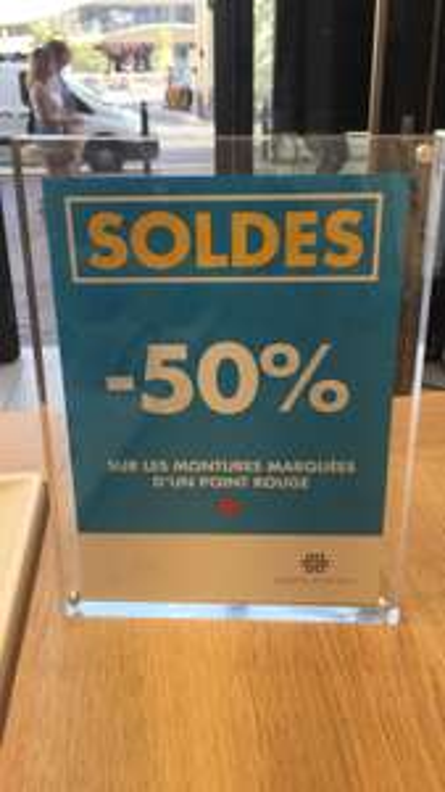 50% de réduction sur une sélection de montures de lunettes (points rouge) - Lunettes pour Tous Rennes (35)