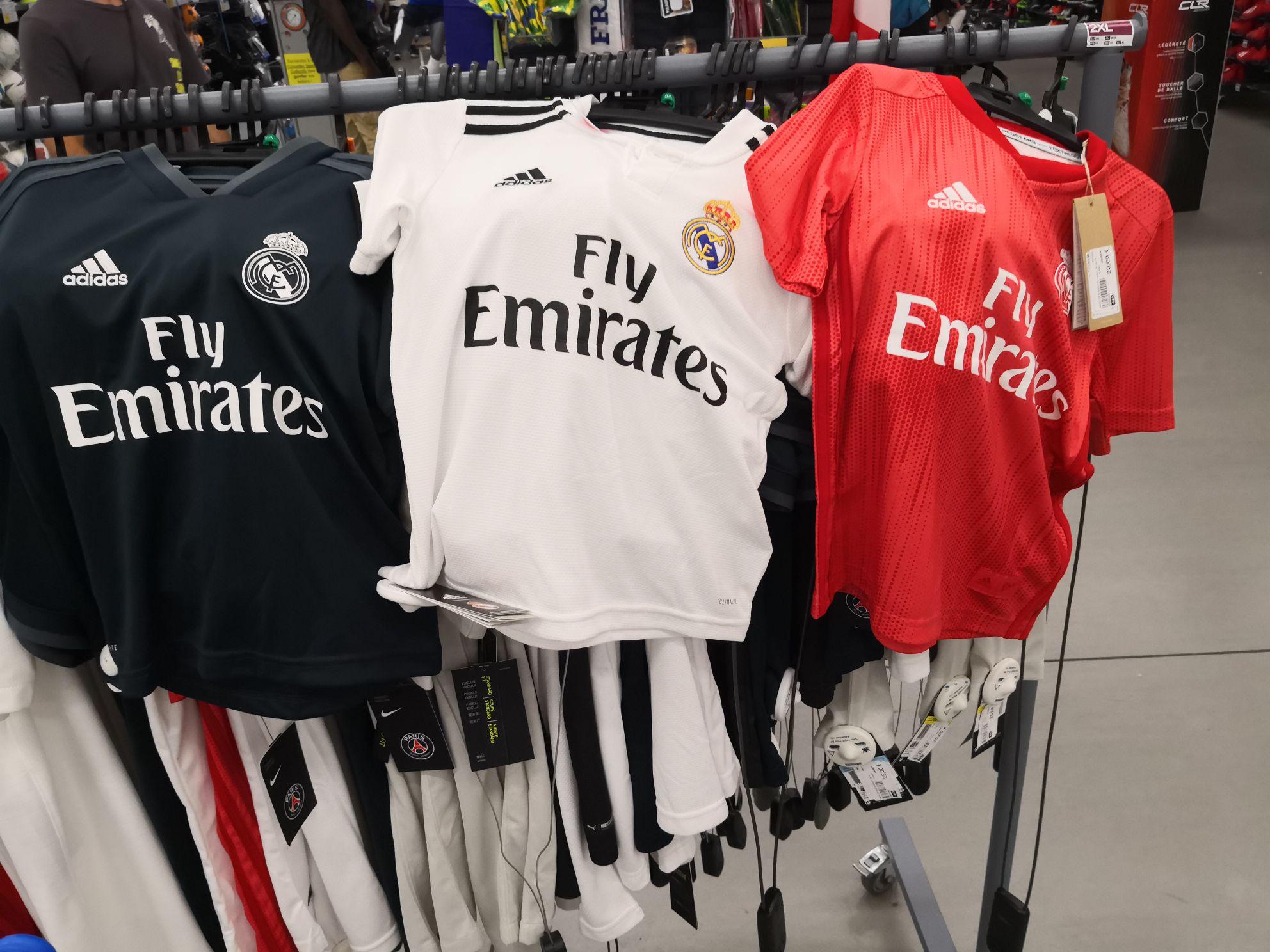 Sélection de maillots de foot Junior - Ex : Real Madrid à 20€/ PSG à 25€ (Décathlon Porte de Montreuil 93)