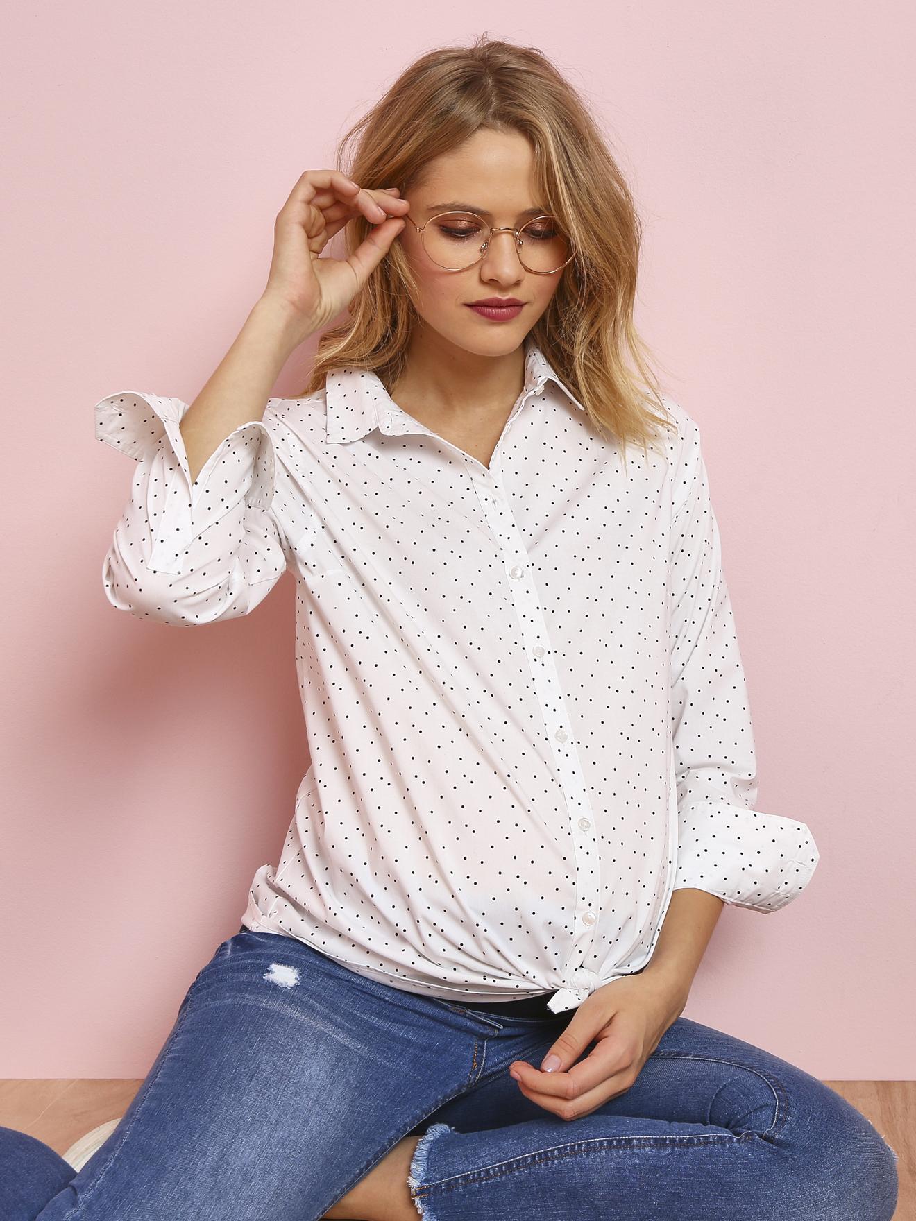 70% de réduction sur une sélection de vêtements de grossesse - Ex : chemise imprimée blanc à pois (du 34 au 48)