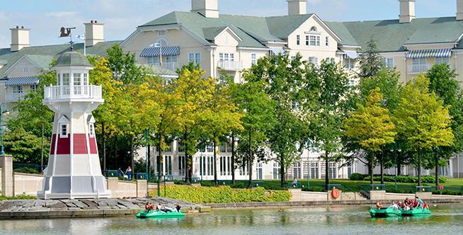 Sélection de séjours disney en promo - Ex : Disney's Newport Bay Club 1 nuit avec accès aux 2 parcs (2 adultes / 2 enfants)