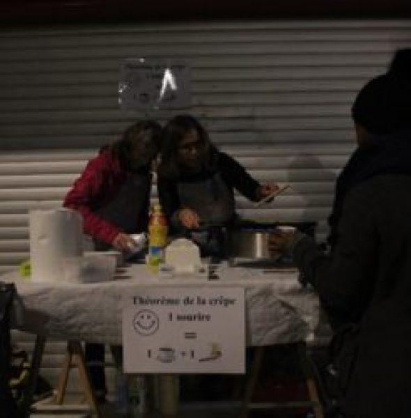 Distribution gratuite de crêpes, de thé et de café à la sortie de la gare - Les Mureaux (78)