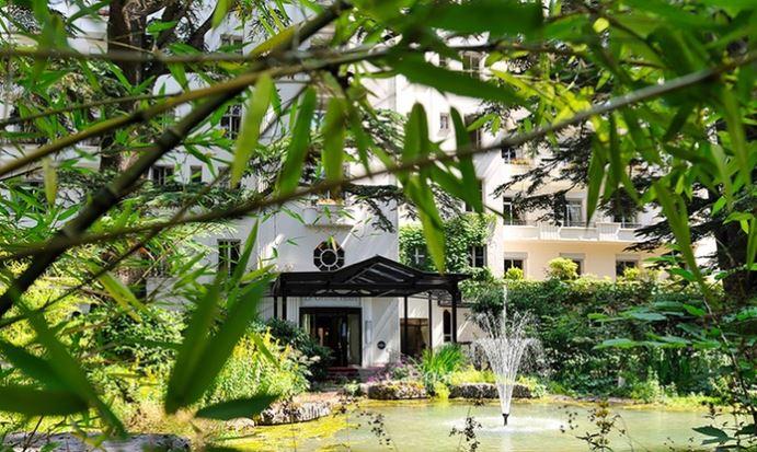 Séjour pour 2 Personnes au Lac Léman - 1 Nuit au Grand Hôtel Domaine de Divonne + Champagne + Petit-déjeuner