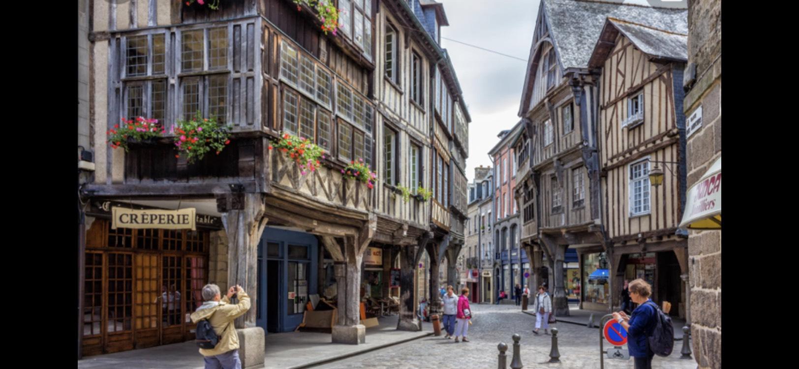 Séjour pour 2 Personnes à Dinan - 1 Nuit au Challonge Hôtel + Cidre + Petit-déjeuner + Visite et dégustation de spécialités bretonnes
