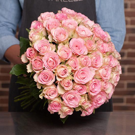 Un bouquet de 50 Roses Lovely Jewel (aquarelle.com)