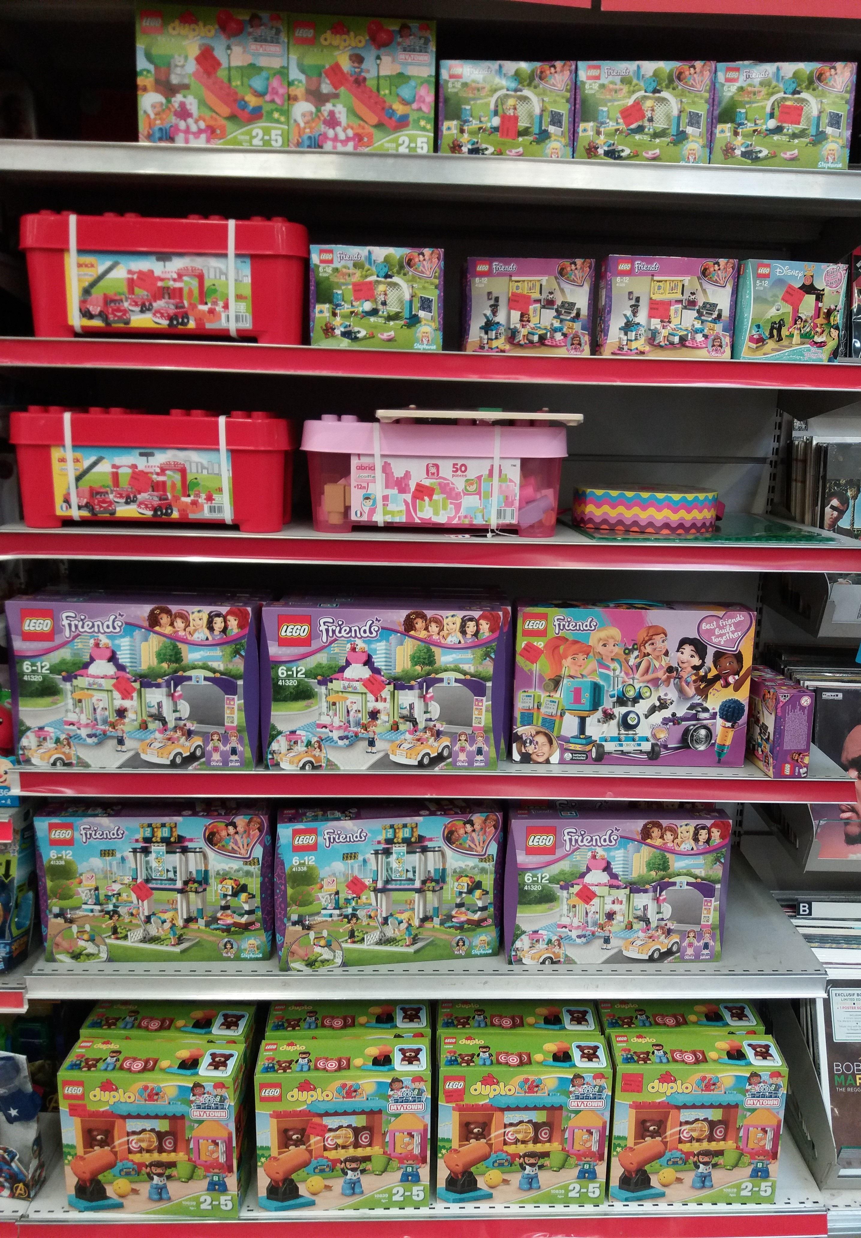 Sélection de boîtes et calendriers de l'Avant LEGO (et DUPLO) à -50% (Ex : calendrier STAR WARS 75213 à 12,45€ au lieu de 24,90€)