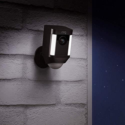 Caméra de surveillance HD Ring Spotlight Cam Wired avec projecteur LED, alarme et système audio bidirectionnel