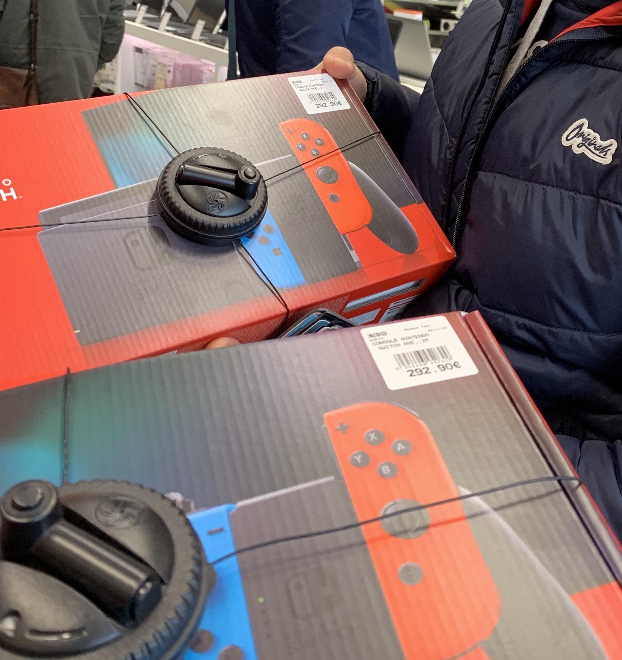 Console Nintendo Switch (via 40€ en bon d'achat) - Moulins (03) / Bourgoin-Jallieu (38)