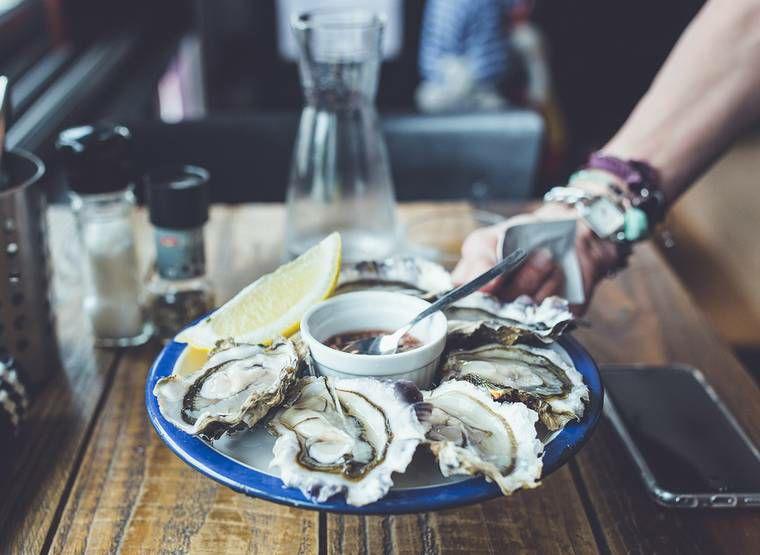 Dégustation gratuite d'Huîtres de Cancale - Au Service des Gourmands - Tournon-sur-Rhône (07)