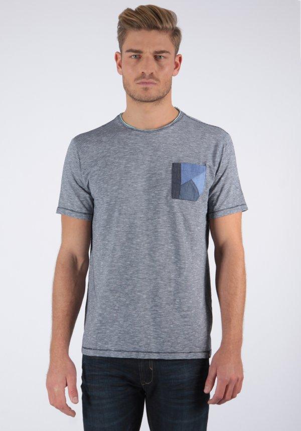 De 50% à 70% de réduction sur une sélection d'articles + 10% supplémentaires dès 3 articles achetés - Ex : T-shirt rayé avec poche poitrine