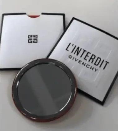 Miroir L'Interdit de Givenchy Offert sur simple visite