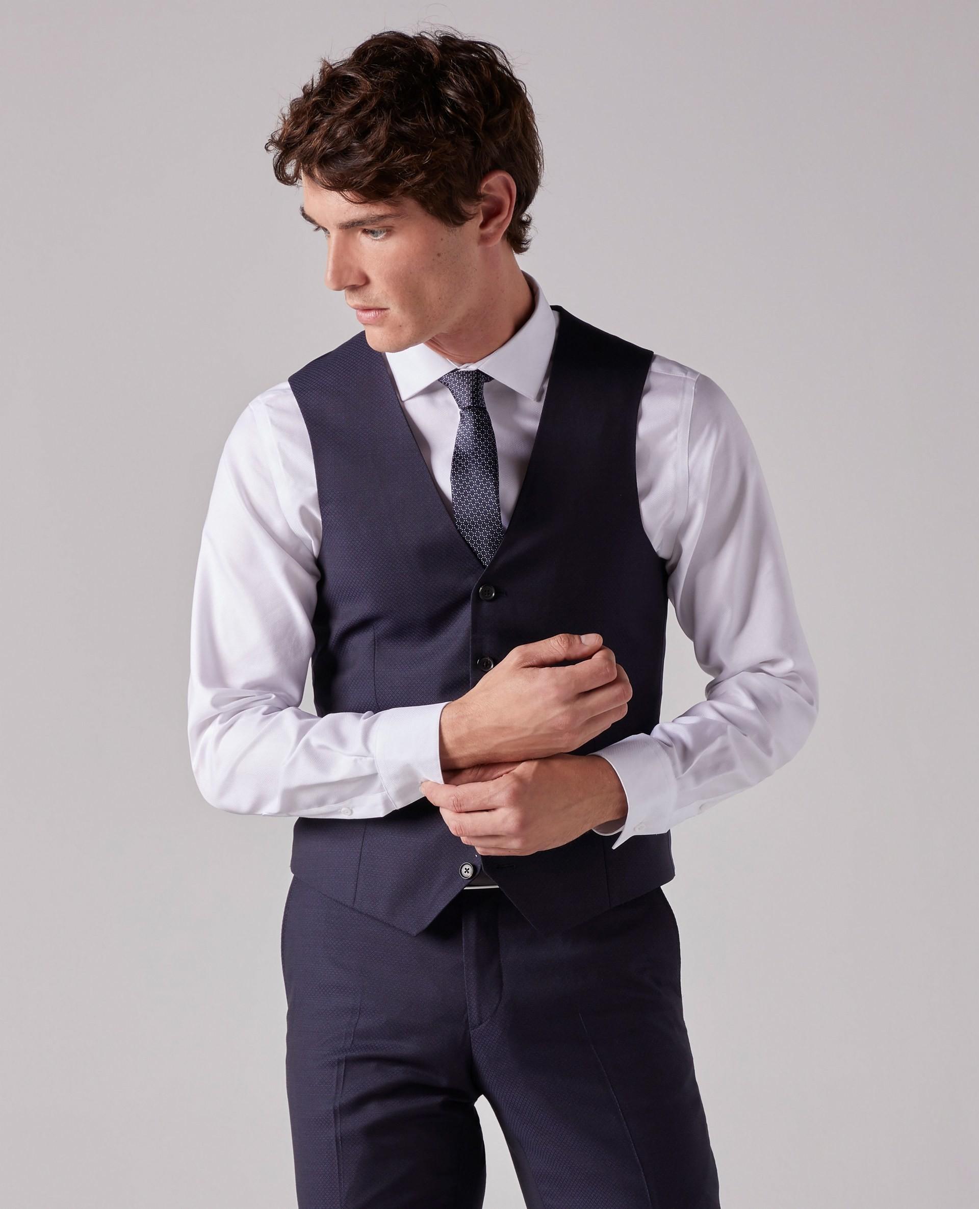 100€ de réduction sur une sélection de Costumes - Ex : Gilet + Pantalon de costume (+ enceinte dans la limite des stocks)