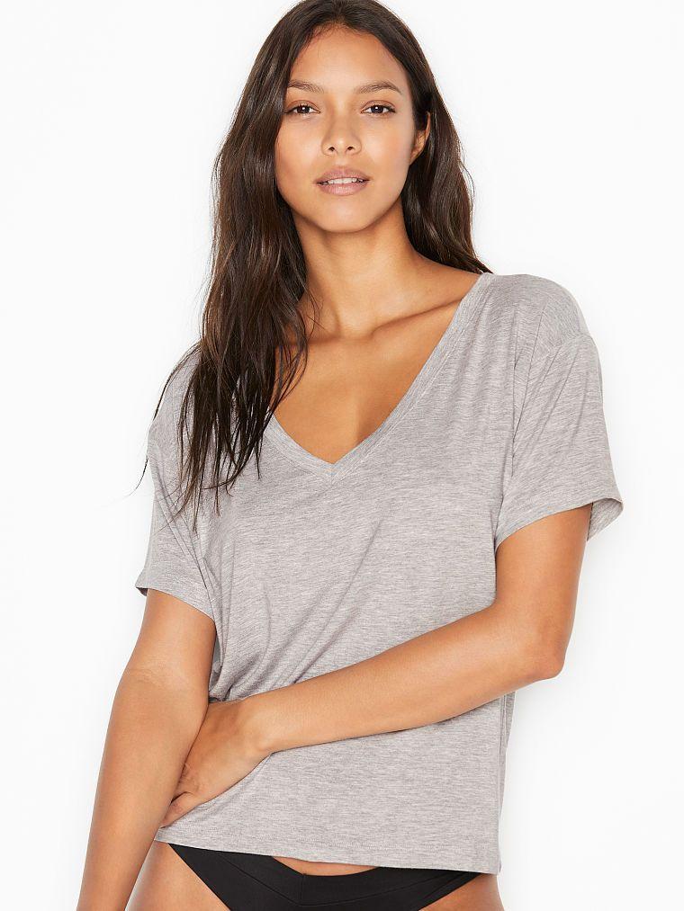 50% de réduction sur les hauts et les bas loungewear et de pyjama - Ex : T-shirt à col en V