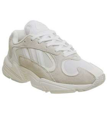 Sélection de chaussures en promotion - Ex : Adidas yung 1 à 50€ au lieu de 119€
