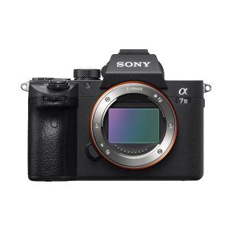 Appareil photo hybride Sony A7 III + objectif Zeiss 24-70 ou 55mm (via ODR de 400€)