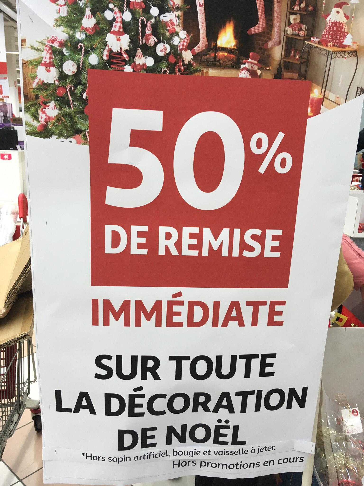 50% réduction sur les décorations de Noel hors sapins artificiels, bougies et vaisselle jetable - Auchan Val d'Europe a Serris (77)