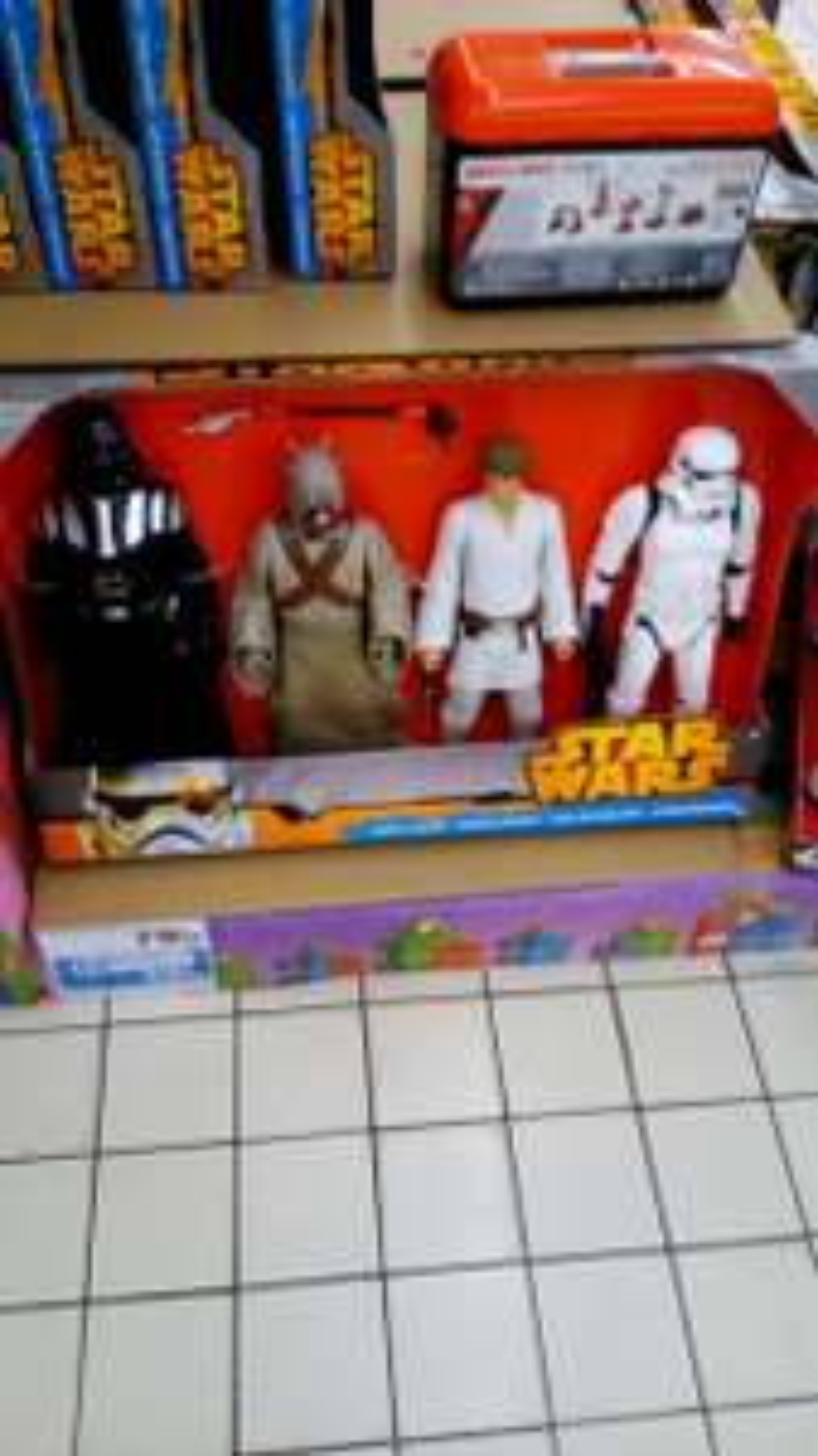 Lot de 4 figurines géantes Star Wars - 40 cm (avec 50% sur la carte)