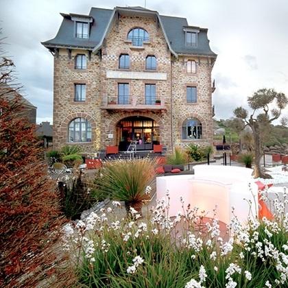 1 nuit à l'Hôtel 4* Castel Beau Site de Perros-Guirec en chambre double Premium + Petit-déjeuner + Bain à remous