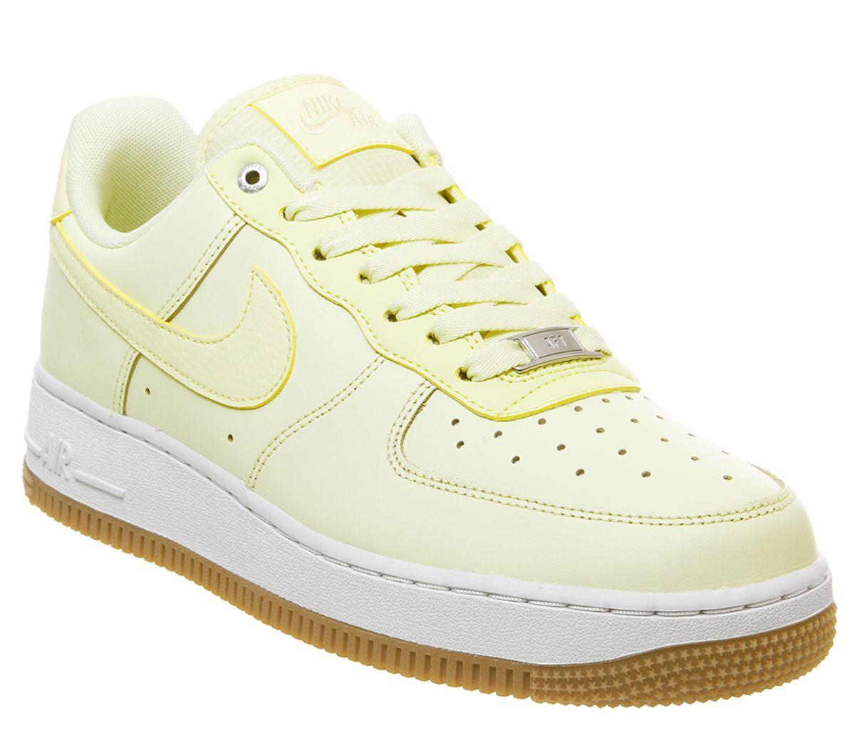 Paire de chaussures Nike air force 1 louminous - Import UK