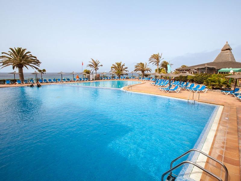 Séjour pour 2 personnes de 7 nuits aux Canaries au Club Marmara Royal Monica 3* + vol A/R de plusieurs villes via Volotea à partir de 958€