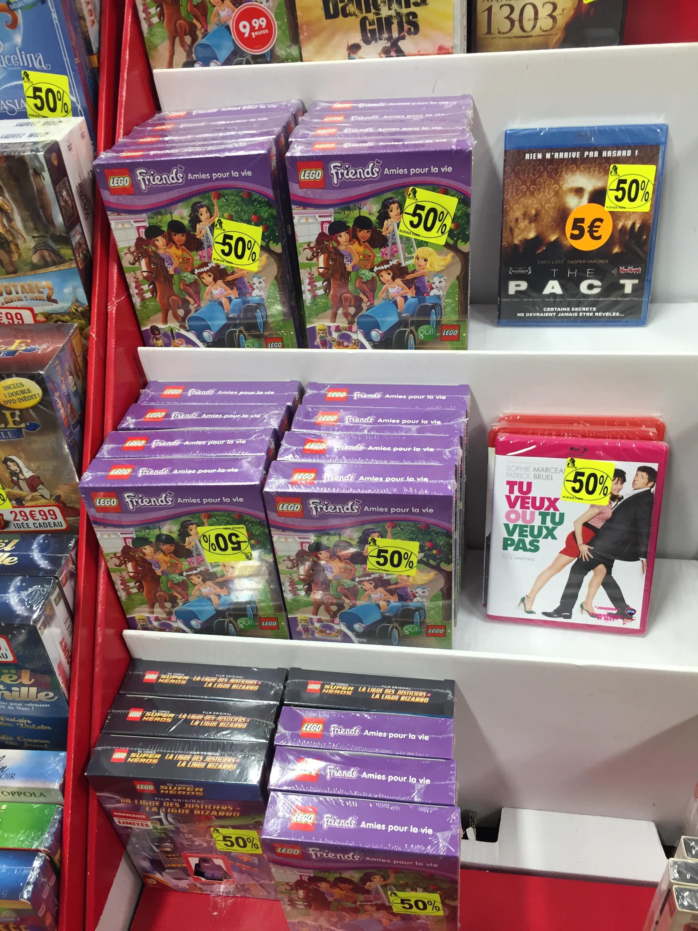 DVD + Minifigure. LEGO DC Comics Super Heroes : La Ligue des Justiciers vs Bizarro et LEGO Friends - Amies pour la vie.