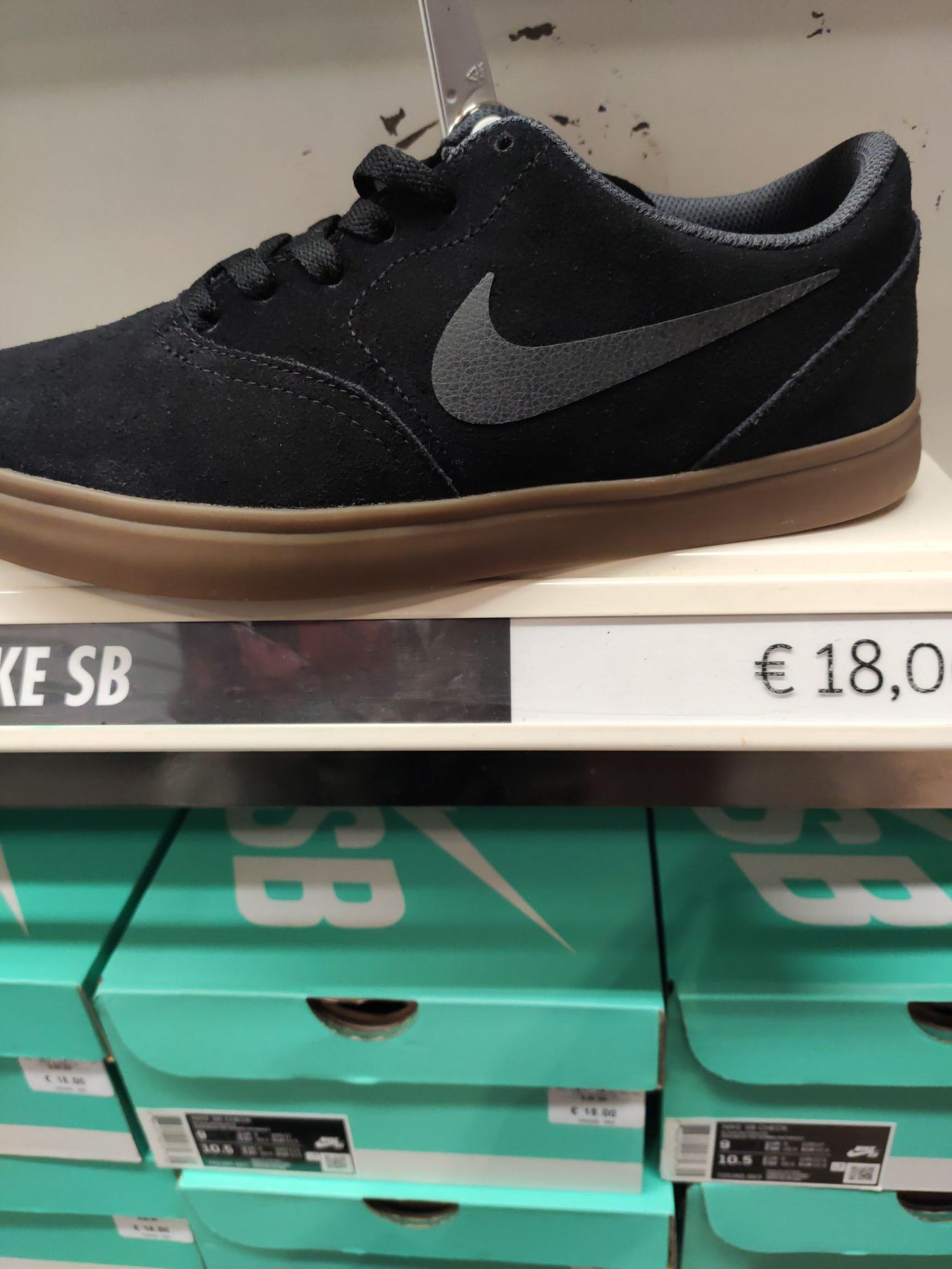 Baskets basses Nike SB - Tailles 40 à 43, Noir - Nike Factory Store Bègles / Saint-Denis (33/93)