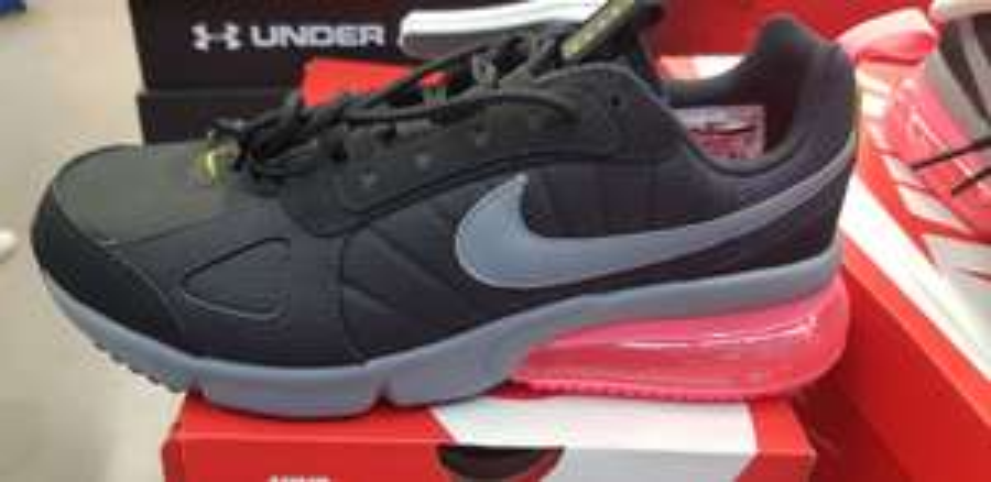 Chaussures Nike Air Max 270 Futura (différentes tailles) - Montévrain (77)