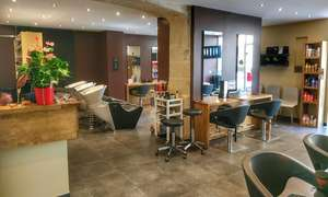 Forfait shampoing, coupe, coloration, mèches ou balayage et brushing naturel (cheveux mi-longs) - LM Coiffure (Nîmes 30)