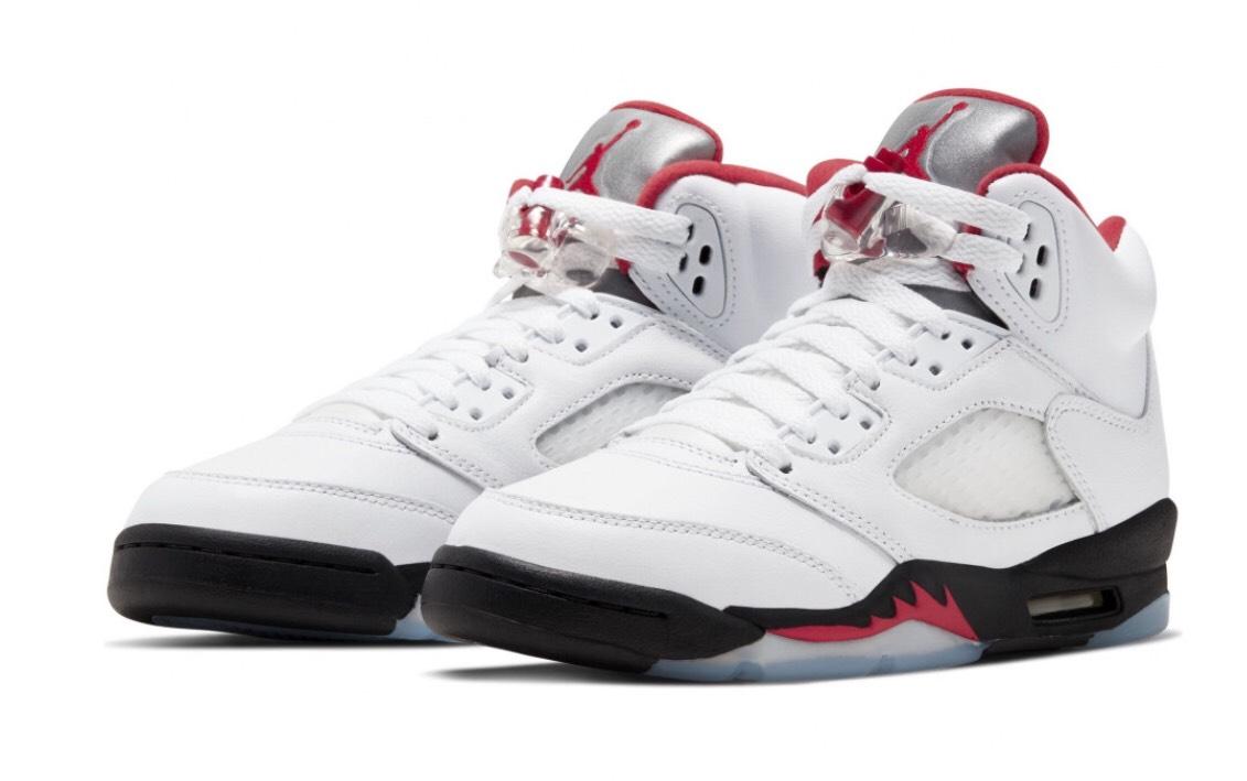 Chaussures Nike Air Jordan 5 Retro - Tailles 35 au 38 1/2