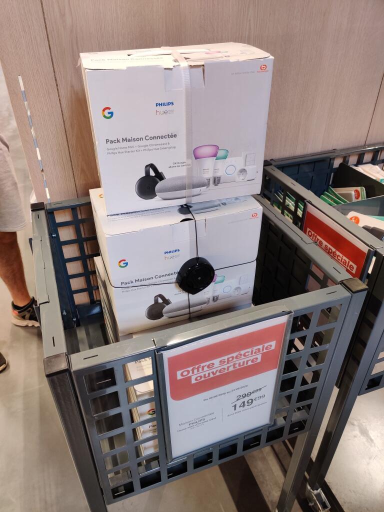 Pack Maison Connectée : 2 Ampoules Philips Hue White & Color + Dim Switch + Pont + Prise + Google Home Mini + Chromecast 3 - Lescar (64)