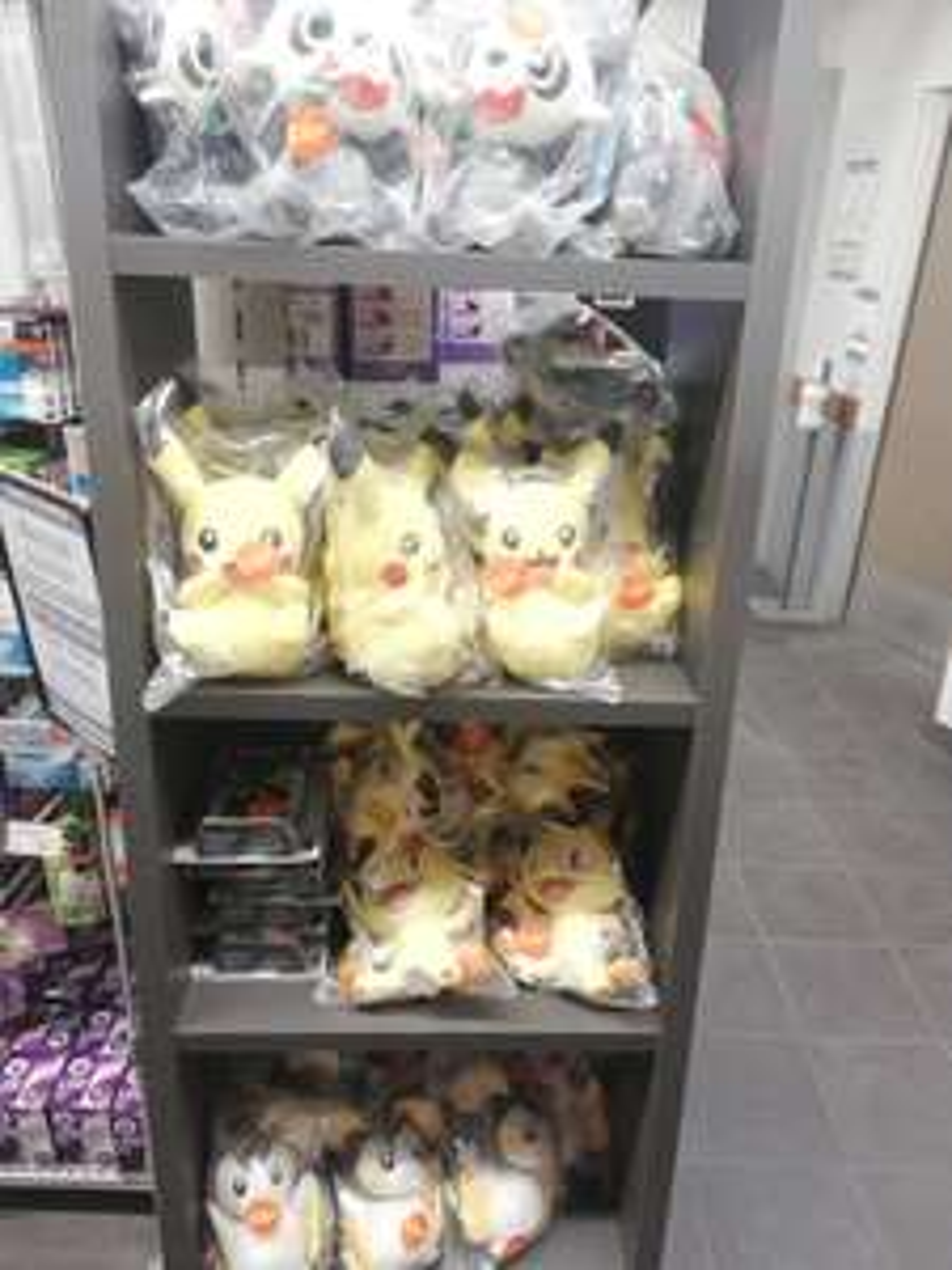 Peluches et Cartes Pokémon à 3€ - U express du centre-ville d'Angoulême (16)