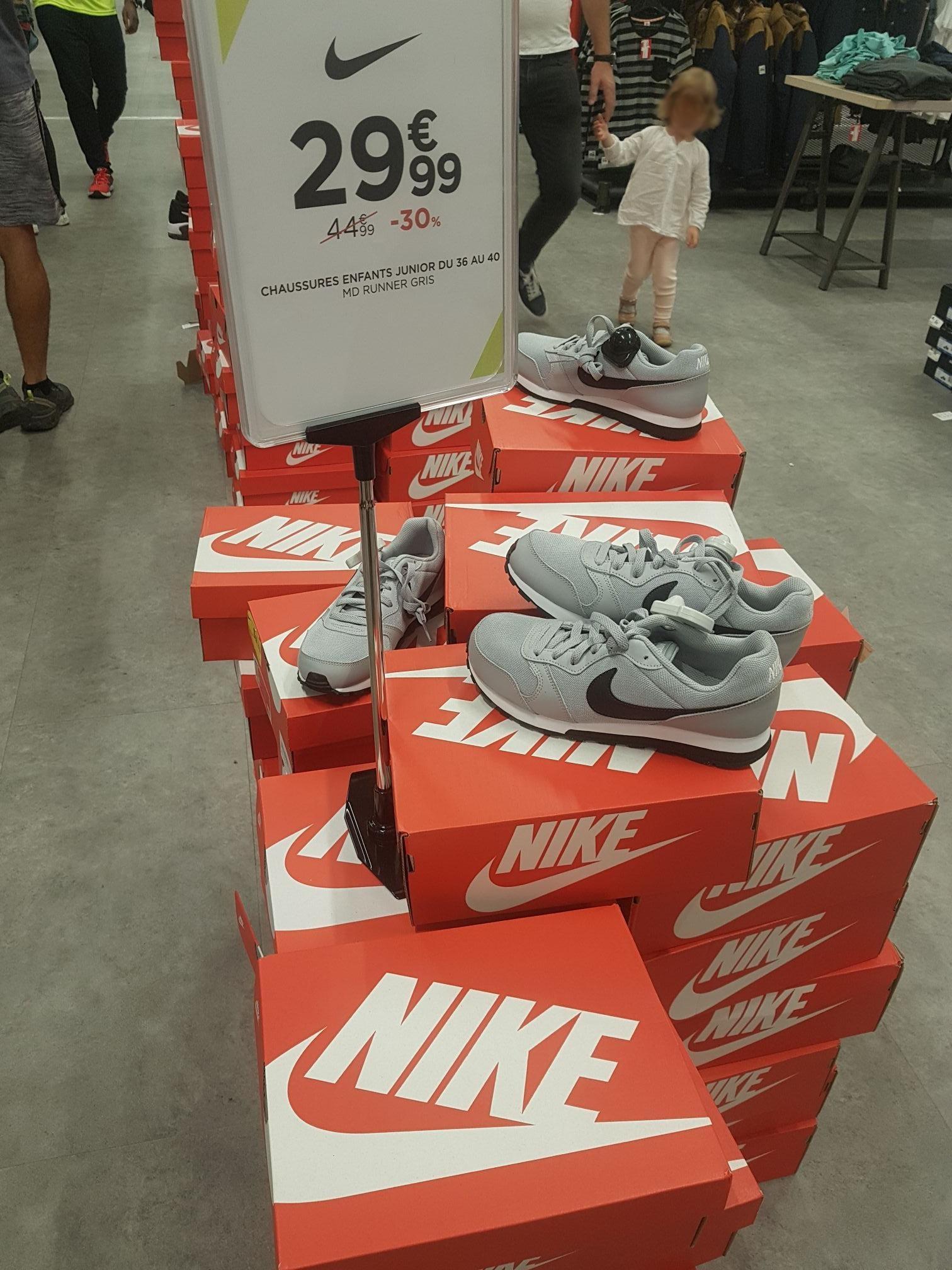 Baskets Nike MD Runner 2 BG - Gris pour Enfant (Rosny-sous-Bois 93)