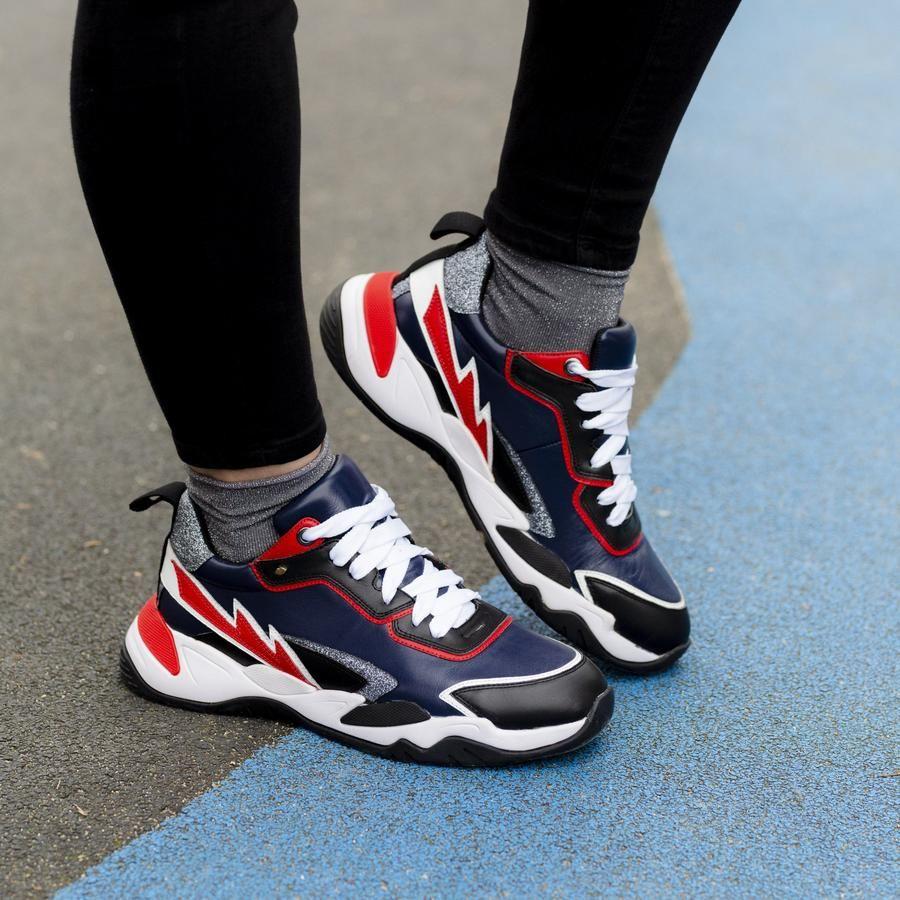 Jusqu'à 50% de réduction sur une sélection de sneakers et accessoires - Ex : Chaussures Claudie marine (bonsbaisersdepaname.com)