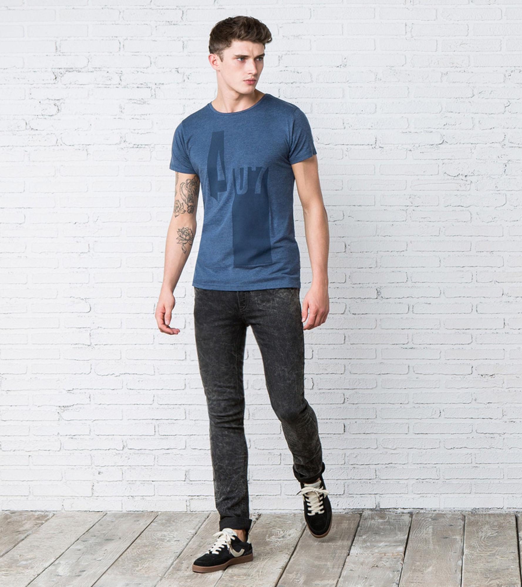 Sélection de t-shirts en promotion - Ex : T-shirt imprimé bleu
