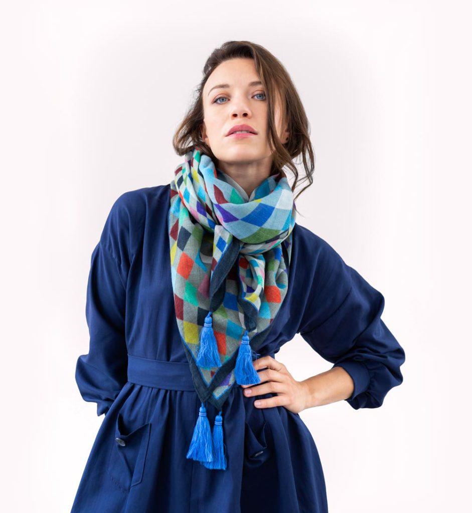 Sélection de foulards en soie en promotion (fins de série) - Ex : 90x90 cm (différents motifs) à 55€ - Maracadabou.fr