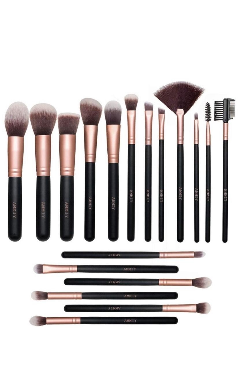Set de 18 pinceaux maquillage Nestling (Vendeur Tiers)