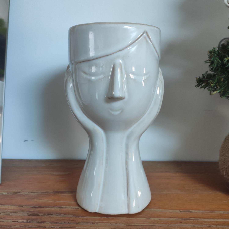 Vase en forme de visage - Le Pontet (84)