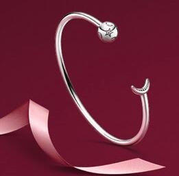 Un bracelet d'une valeur de 79€ offert pour tout achat supérieur à 129€