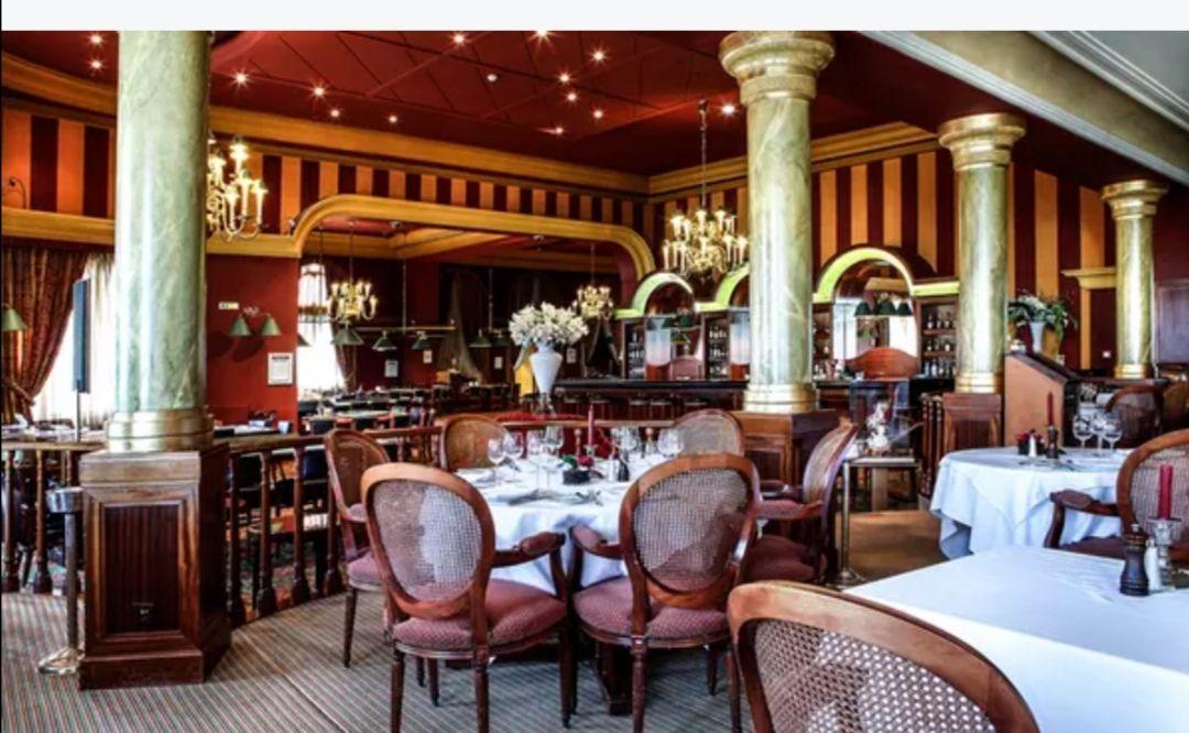 1 Nuit pour 2 Personnes en Chambre Confort avec Petit-déjeuner et Coupe de Champagne au Grand Hôtel Domaine de Divonne près du Lac Léman